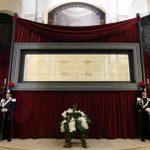 Santo Sudário é exposto na Catedral de Turim até junho